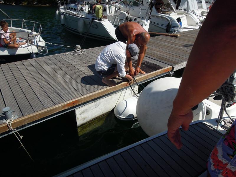 И всегда, когда мы уходили из Марины, то люди из соседних яхт, желали нам хорошого ветра. ( Гут винт).