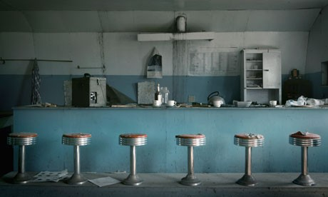 An-abandoned-1950s-diner-008