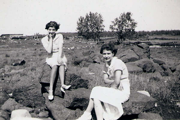 Grace Browne (Nanny) and Jessie Brown at Markstay, 1936
