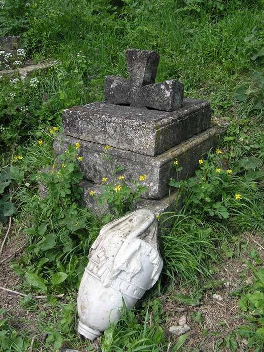 неухоженные могилы русских воиной в крыму