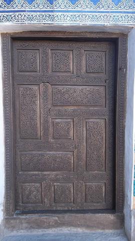 свастика на двери