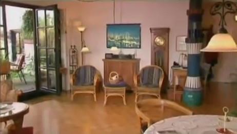 Как выглядят квартиры в домах архитектора Хундертвассера.