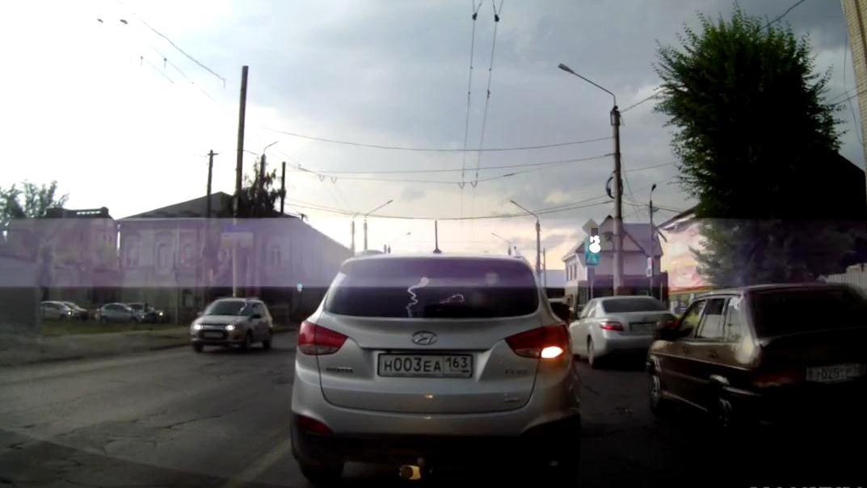 Ураган в Сызрани 31 июля 2014.mp4_snapshot_00.15_[2014.07.31_22.03.07]