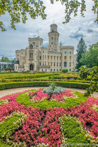 замок глубока над влтавой в Чехии