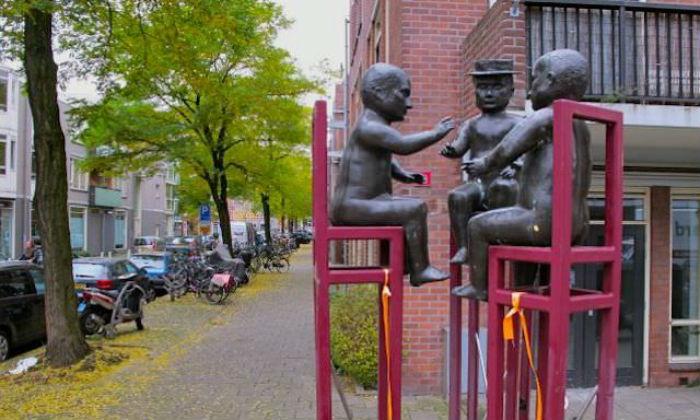 6-Трое мужчин за разговором.jpg