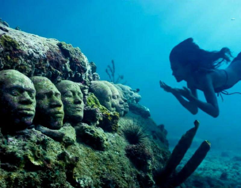 5-Джейсон ДеКер Тейлор - подводный музей в Гренаде.jpg