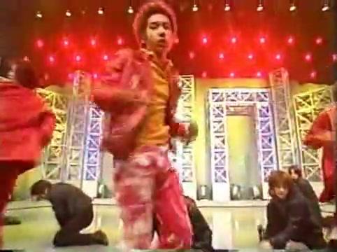 2001 01 19 - music station - arashi medley - kame y jin bacdancers 4088