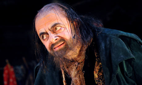 Rowan-Atkinson-as-Fagin-i-002