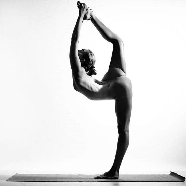 Пристроился спящей фото голых йога порно актеры