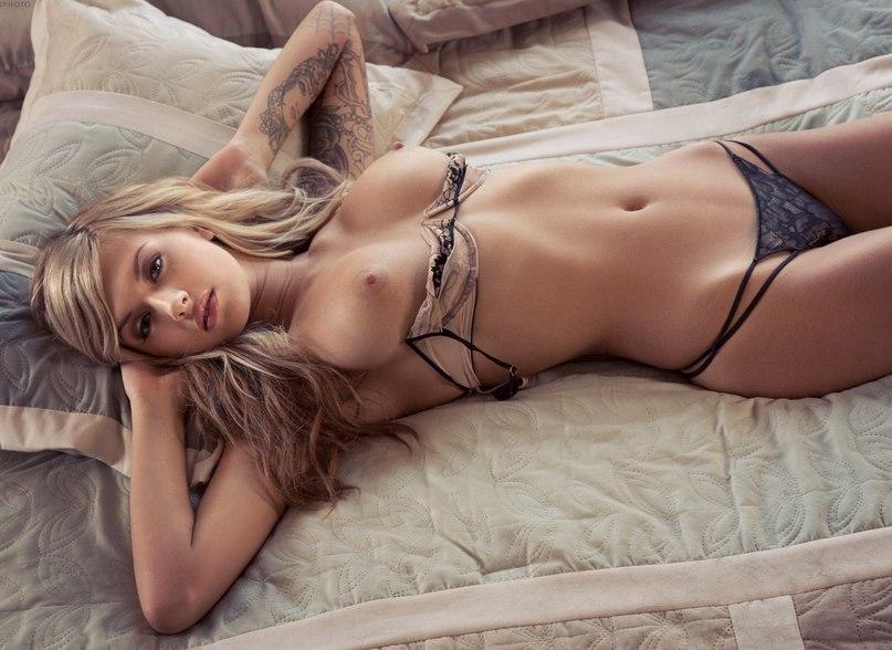 фото красивых девушек в нижним голые