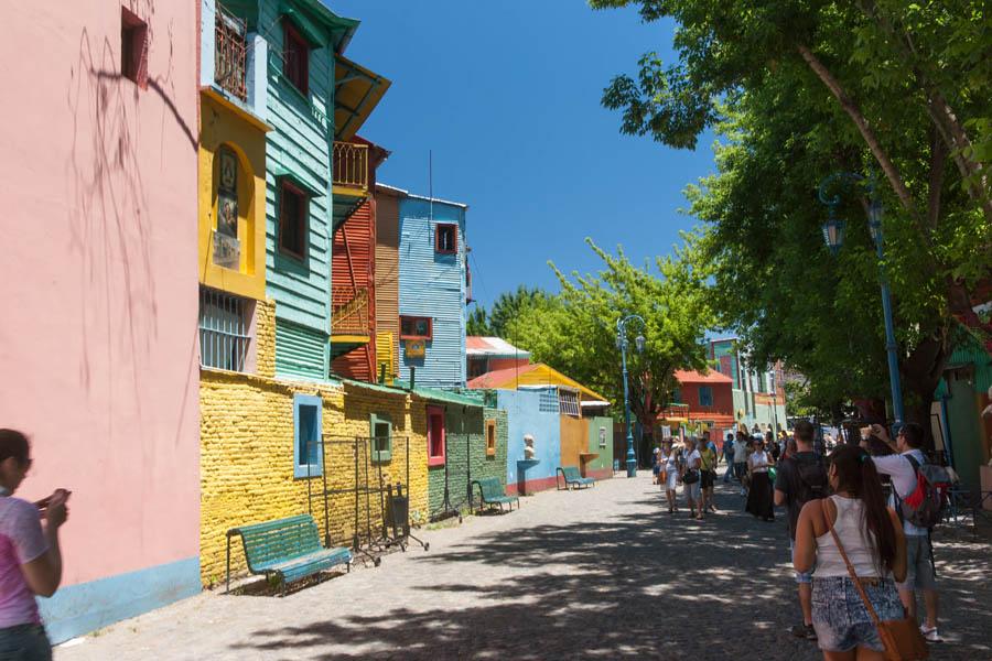 Разноцветные дома в квартале Ла-Бока