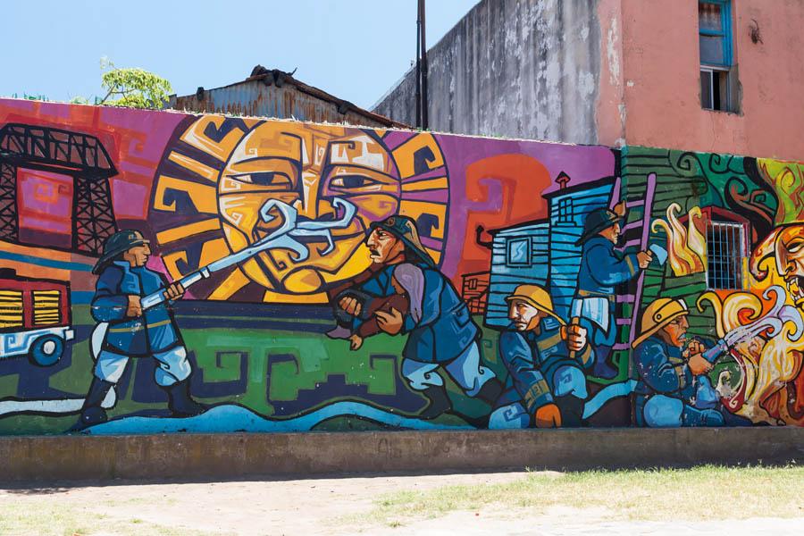 Муралес в квартале Ла-Бока