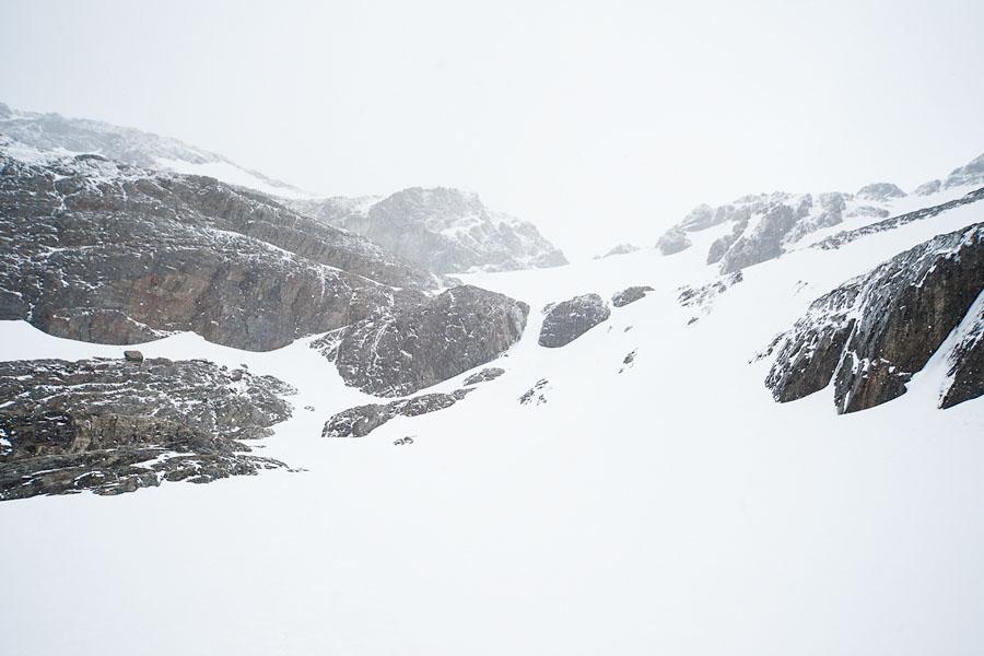 Ледник где-то здесь, под снегом
