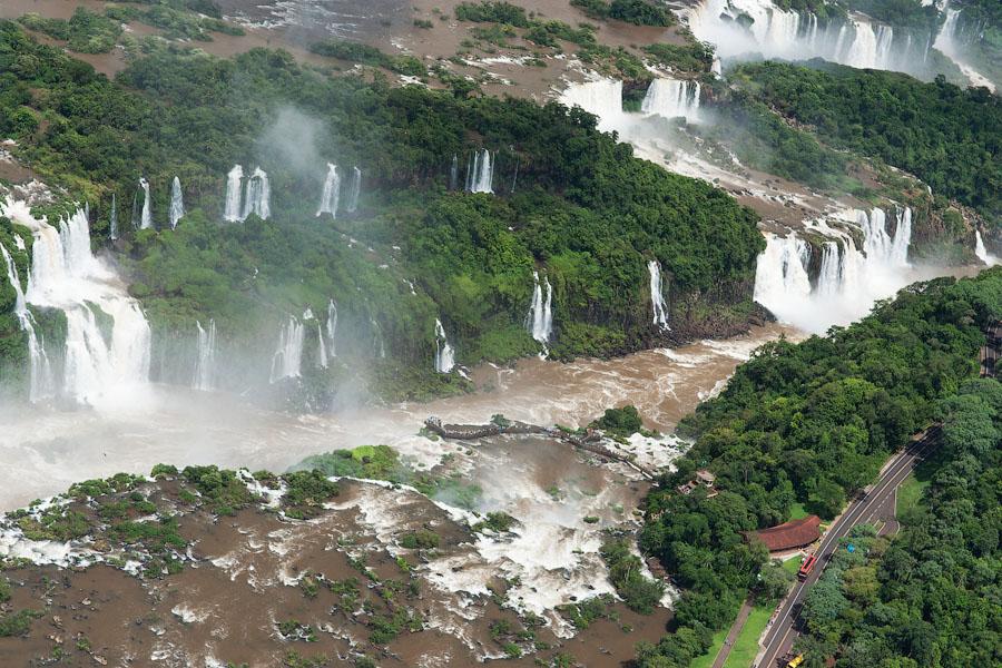 Водопады Игуасу с вертолета