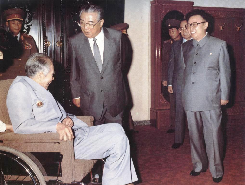 Ким Ир Сен и Ким Чен Ир встретились в июле 1993 года с патриотом Ли Ин Мо