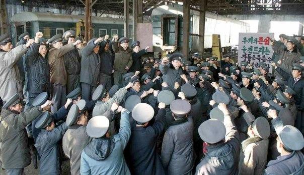 В деле достижения единства и сплоченности партии имело большое значение глубокое понимание руководящими работниками и рядовыми членами партии величия идей и руководства, заслуг и человеческих качеств Ким Ир Сена и Ким Чен Ира