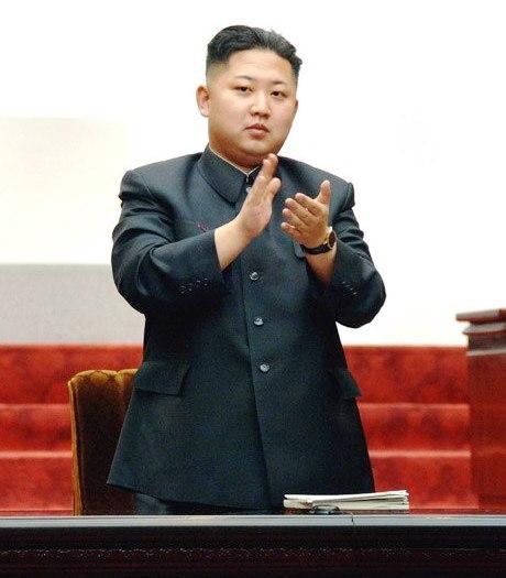 Вся партия, вся армия, весь народ, уважают Ким Чен Ына как достойного приемника Великого Руководителя, разделяют с ним единую мысль и идею, сплачиваются вокруг своего руководителя на основе чувства морального долга