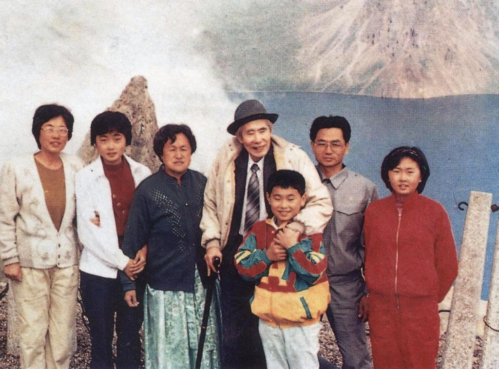 Бывщий узник из Южной Кореи после освобождения на вершине горы Пекту