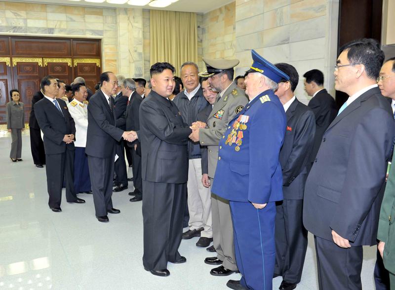 Ким Чен Ын приветствовал гостей ряда стран, находящихся с визитом в Корее для участия в торжествах в честь 60-летия со дня Победы в великой Отечественной освободительной войне, пожелал им благополучных и веселых дней в Корее