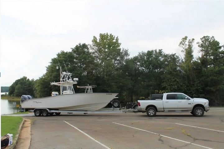 грузовик с яхтой