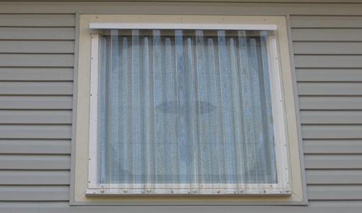 закрытое щитом окно