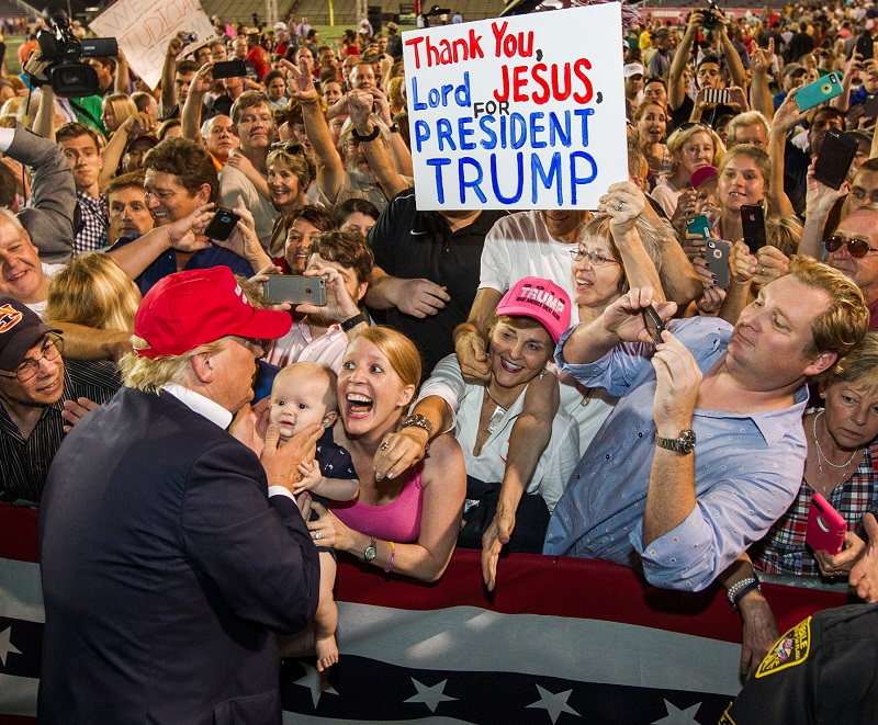 Трамп на митинге евангелистов