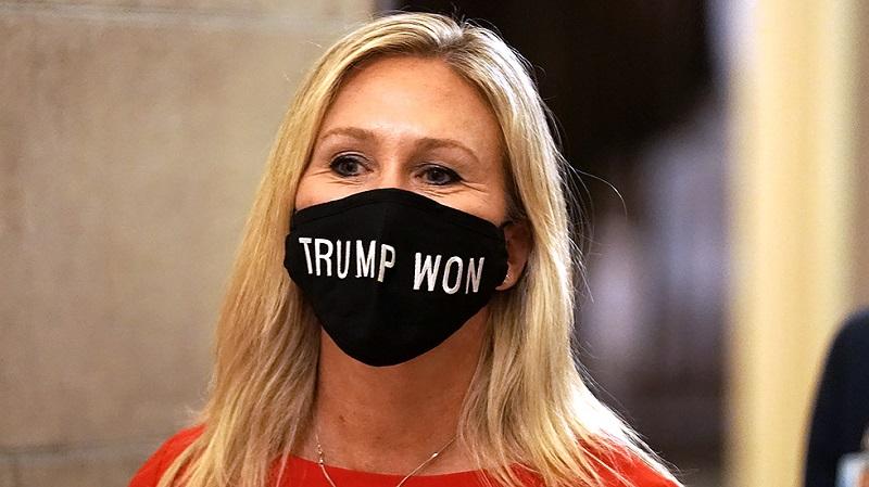 Грин в маске с надписью Трамп победил