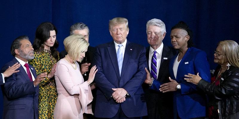 евангелисты молятся за Трампа