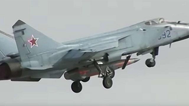 Миг 31 с ракетой Кинжал