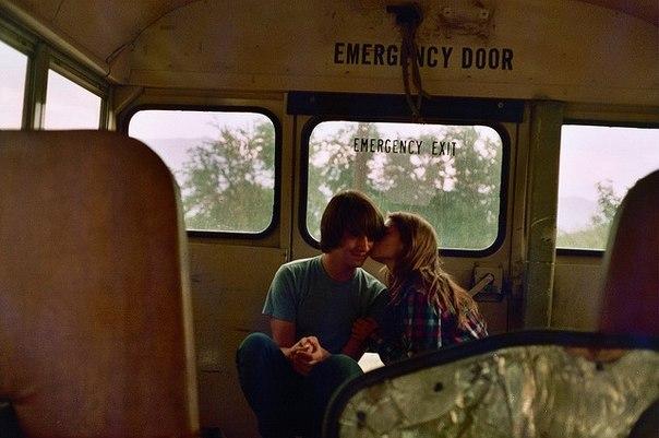 Фильмы перу видео парень целуется с студенткой в автобусе обнимаясь