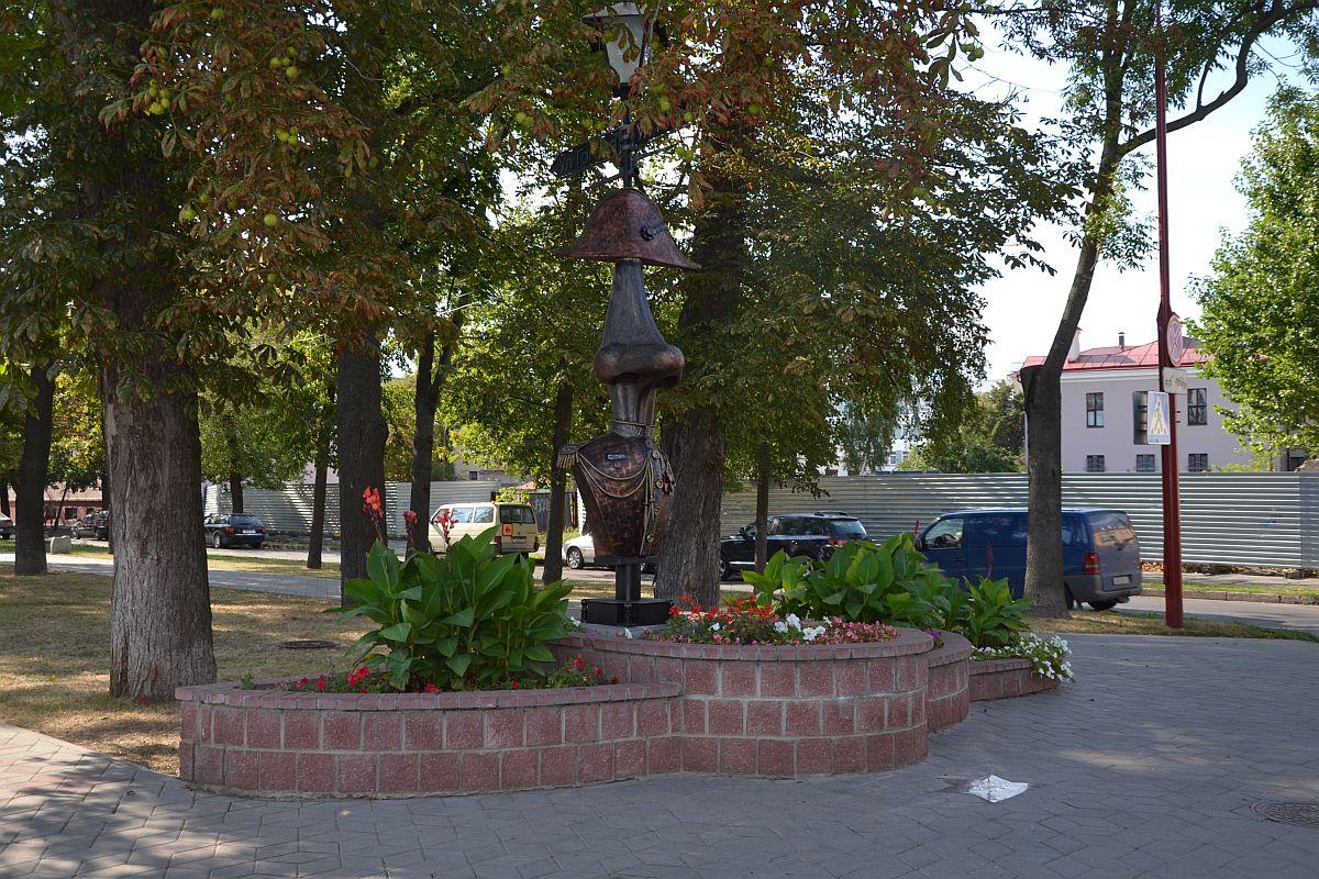 Улица Гоголя. Фонарь в честь произведения Н.В.Гоголя Нос