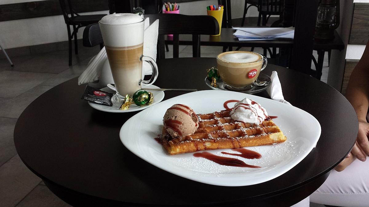 Кофейня Le Phare в Бресте. Капучино и Латте