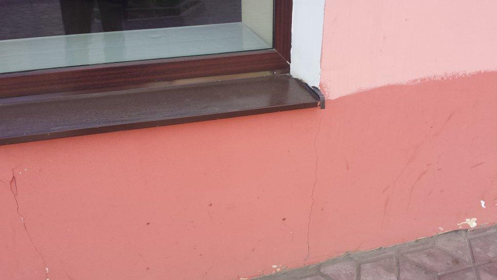 трещины под окнами из-за отсутствия армирования оконных проемов