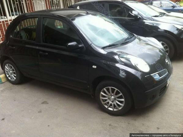 Черный цвет автомобиля nissan-micra-black