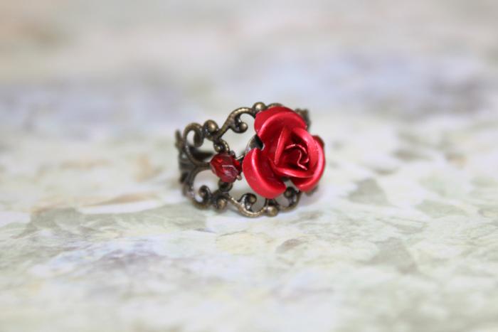 красное кольцо роза