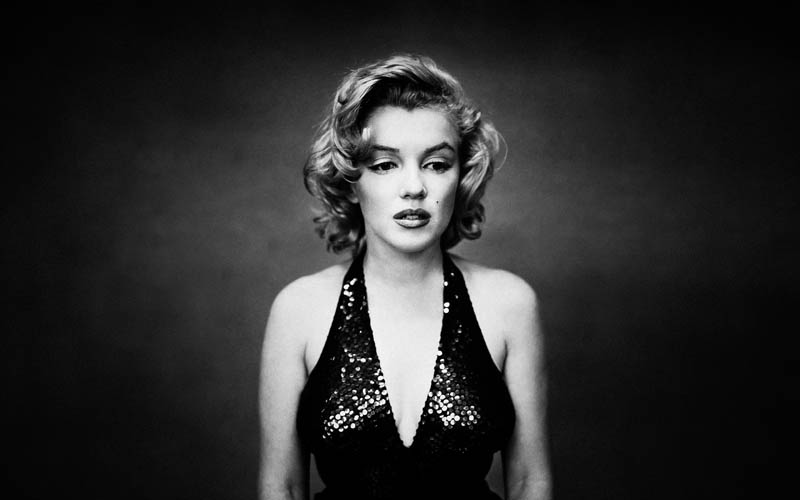 marilyn-monroe-monochrome-wallpapers_35761_2560x1600