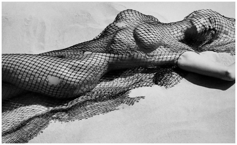 photo-herb-ritts-brigitte-nielsen-with-netting-malibu-1987