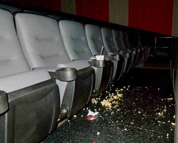 Жрущие в кинотеатре - бесите!