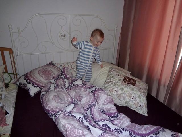 прыжки в кровати