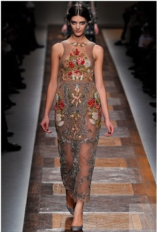 Платье valentino с вышивкой