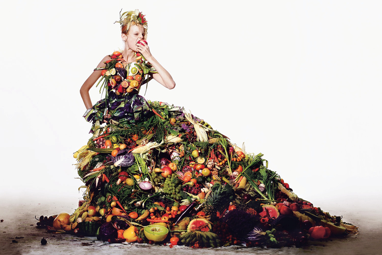 Julia_Nobis__Hanne-Gaby_Odiele_by_Richard_Burbridge_(Salad_Days_-_T_Magaziыne_Suв