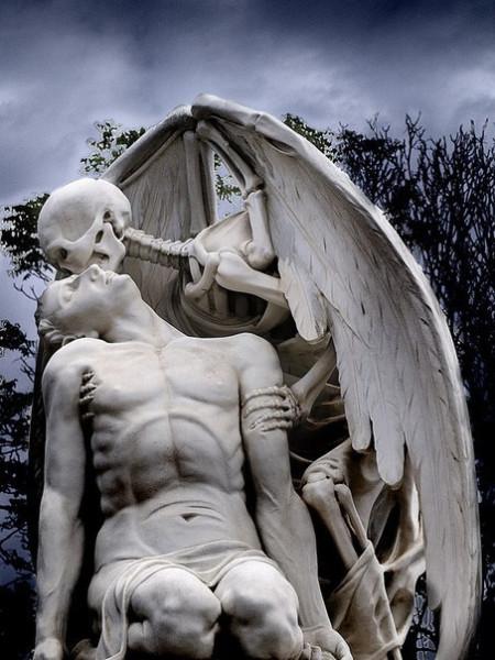 памятник-поцелуй-смерти-испания