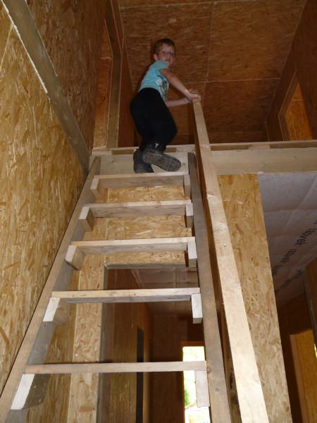 Как сделать временную лестницу на второй этаж