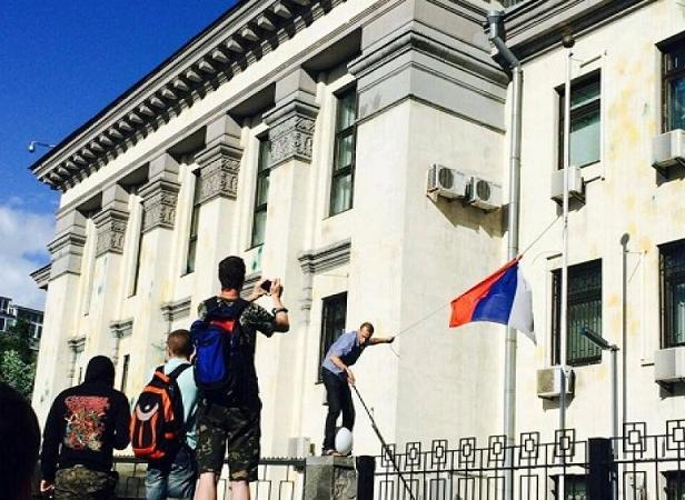 Беспорядки у посольства РФ в Киеве