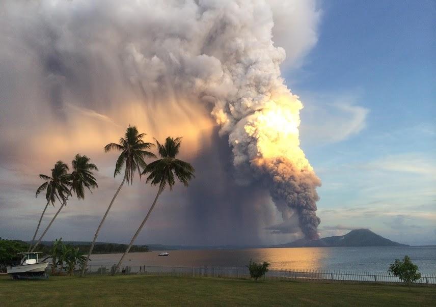 извержение вулкана Тавурвур в Папуа-Новой Гвинее