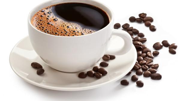 kofe-chashka-zerna-blyudce-belyy.jpg