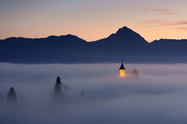 туман и башня
