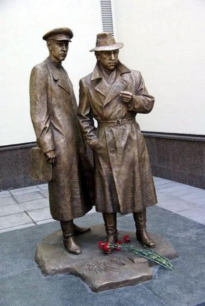 памятник высоцкому1