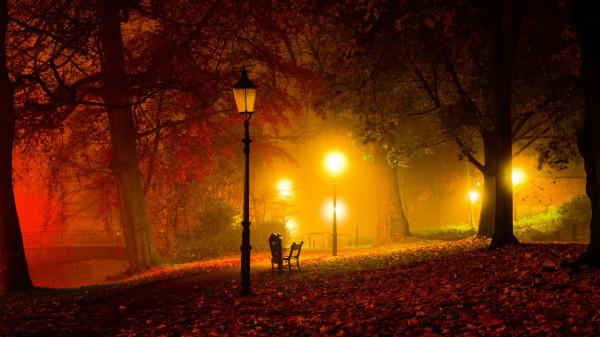 В осеннем парке фонари зажглись...