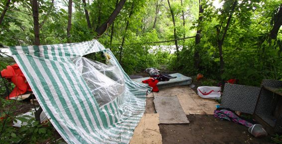 палатки упали